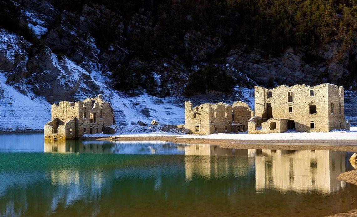 Borgo di Movada, il paese sommerso che riemerge dall'acqua